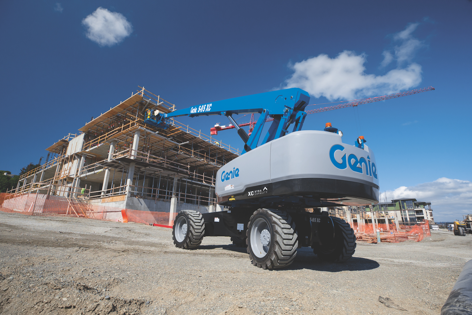 Genie XC design allows an unrestricted platform capacity of 660 pounds