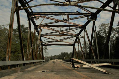 FHWA warned that if the dangerous bridges were not closed immediately, Mississippi would be in danger of losing access to federal funds.