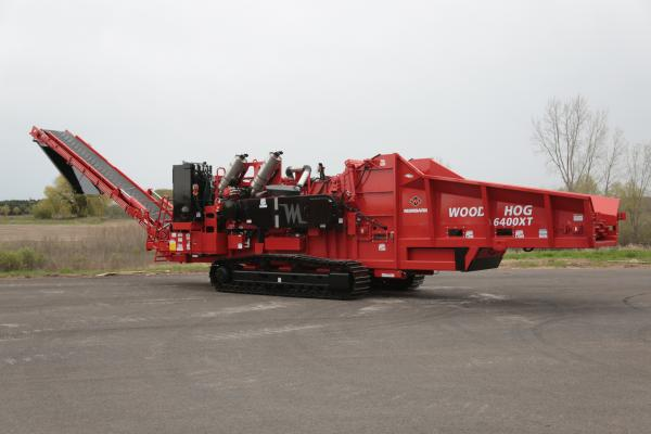 The 6400XT horizontal grinder's in-feed bed has sloped sides and is 24 inches longer than previous Morbark grinders in the 1,000-plus horsepower range.