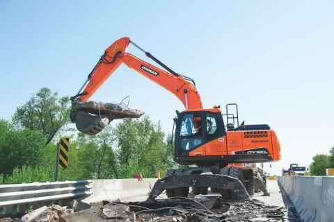Doosan DX190W-5 wheeled excavator works on a project
