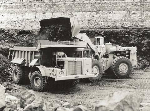 The International Payhauler and H400 Payloader were an efficient earthmoving system for many operations.