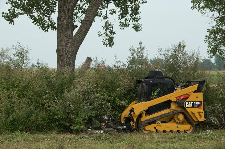 The Industrial Brushcutter is engineered for applications that involve removing or controlling large amounts of brush, small trees, and dense vegetation, such as land clearing, right-of way maintenance, and site prep.