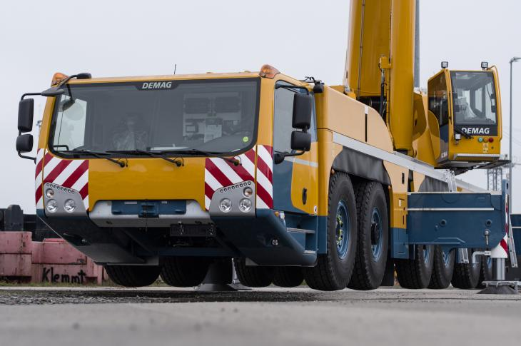 Demag six-axle AC 300-6 all-terrain crane has a rated lift capacity of 350 tons