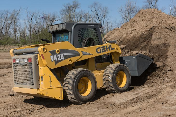 Gehl V420 skid steer features low-profile lift arms that provide enhanced visibility for the operator.
