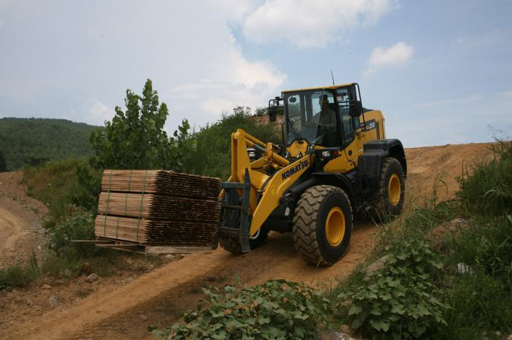 The Komatsu WA200-8 wheel loader consumes 4 percent less fuel than its predecessor