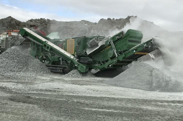 McCloskey I44Rv3 mobile impact crusher is designed to combine the productivity of a 44-inch impactor with the versatility of a full-screening and recirculating system
