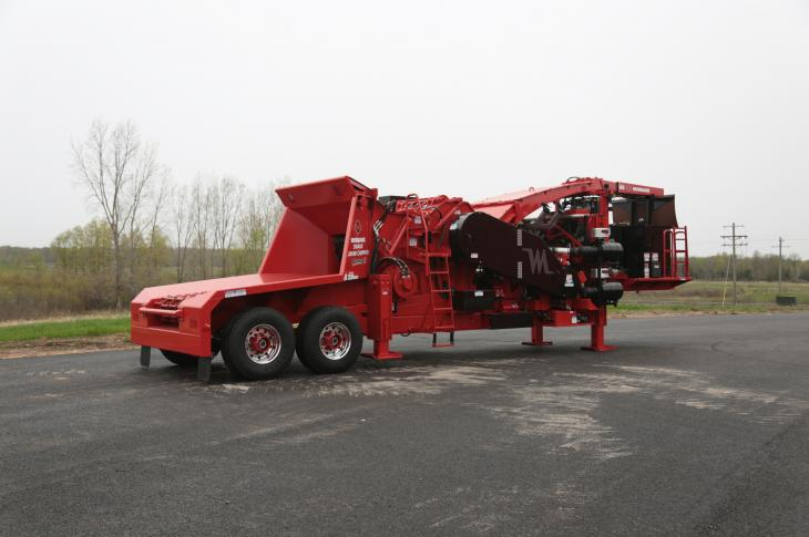 The 50/48X drum chipper features a sloped in-feed, reverse-pivot top-feed wheel