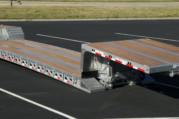MG-HG detachable-gooseneck trailer can accommodate four additional, interchangeable gooseneck styles